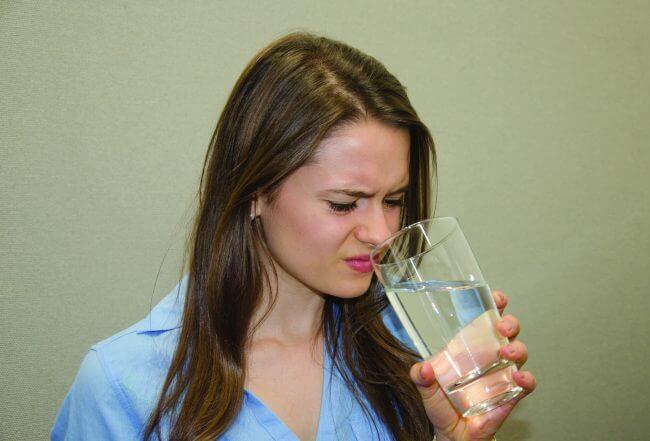 Amoni là chất khí không màu và có mùi khai