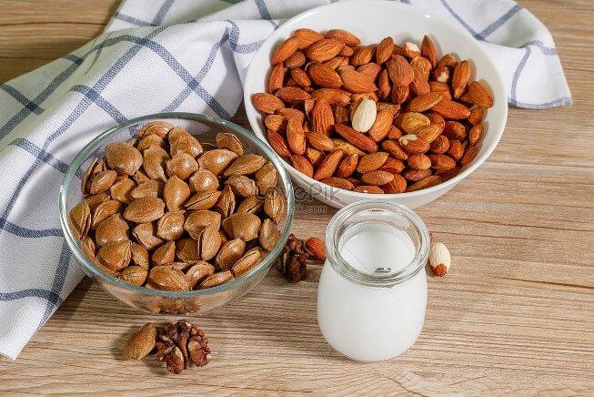 Ăn vặt bằng các loại hạt nơi công sở