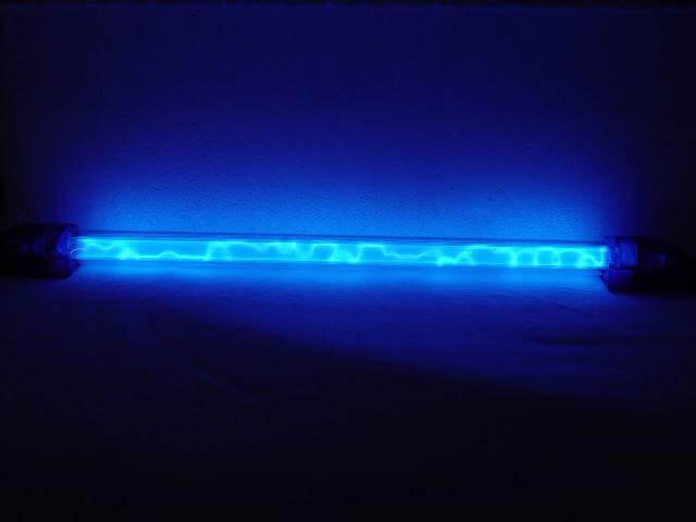 Bóng đèn UV có hệ thống hiện thị báo hoạt động của đèn thông qua màu sắc của đèn tín hiệu