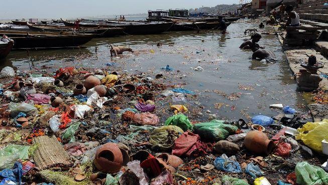 Chất thải sinh hoạt của con người làm cho nguồn nước bị ô nhiễm nghiêm trọng