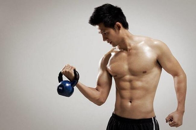 Khi luyện tập protein có thể cung cấp năng lượng và xây dựng cơ bắp