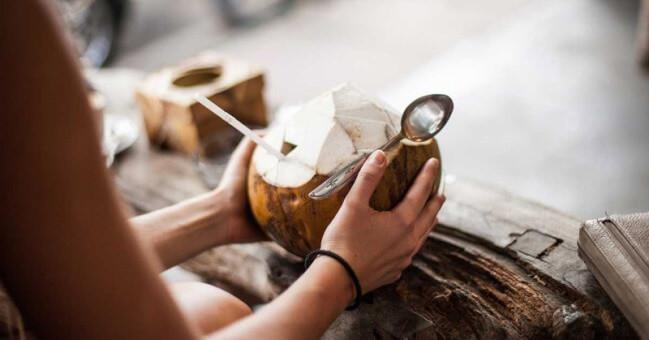 Khi thi đấu thể thao không nên uống nước dừa