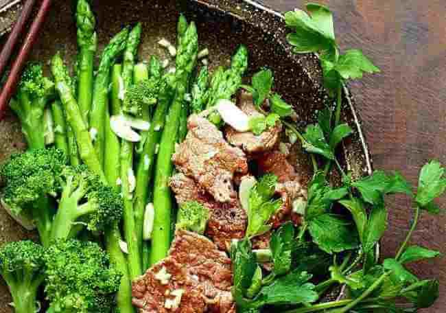 Măng tây xào thịt bò cho các bà bầu