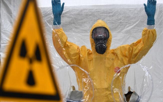 Mặc đồng phục bảo hộ ở những vùng ô nhiễm phóng xạ
