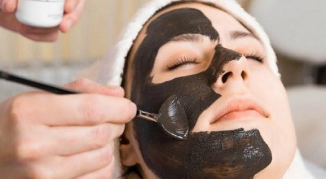 Mặt nạ từ than hoạt tính có thể thanh lọc da
