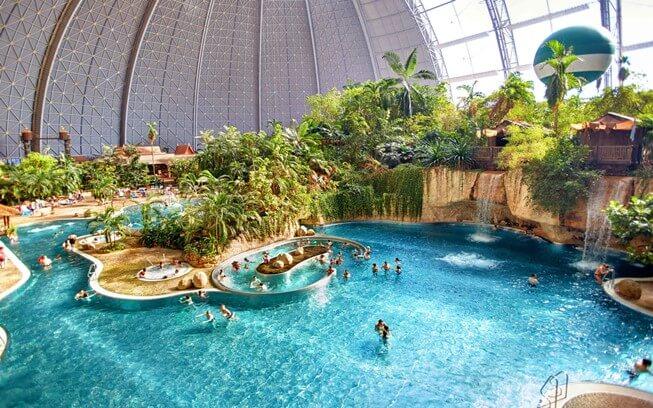 Nước Clo được dùng phổ biến để khử trùng bể bơi