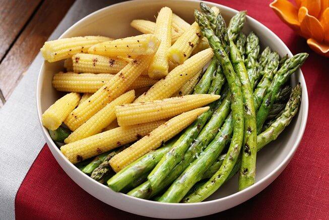 Người bị bệnh gút hoặc phù nề tuyệt đối không nên ăn măng tây