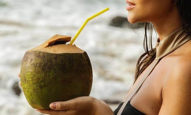 Những tác dụng của nước dừa đối với sức khỏe