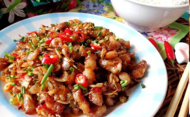 Thịt heo kho tép là một món ngon mà bổ sung rất nhiều canxi