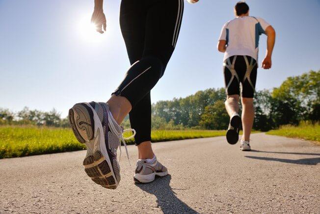 Trang phục là một lỗi sai rất nhiều người mắc phải khi chạy bộ