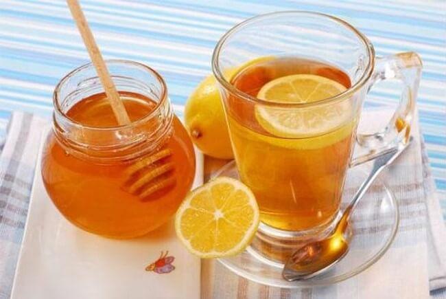 Uống chanh mật ong vào buổi sáng giúp thanh lọc cơ thể