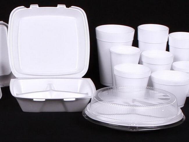 Nên hạn chế sử dụng các đồ dùng có chất liệu từ nhựa