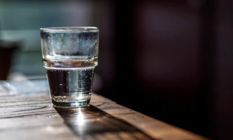 Nước để qua đêm mang lại nhiều nguy cơ tiềm ẩn