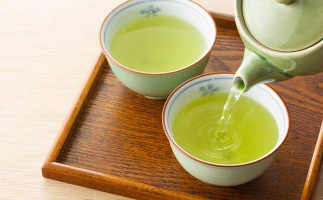 Uống trà xanh vào buổi sáng có hại cho dạ dày