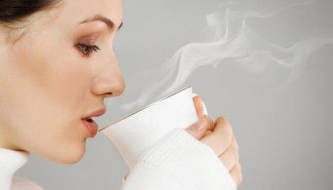 Lợi ích bất ngờ từ việc uống nước ấm hàng ngày