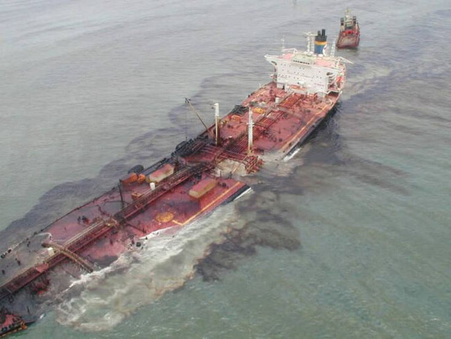 Ô nhiễm biển do dầu tràn do nhiều nguyên nhân dẫn đến