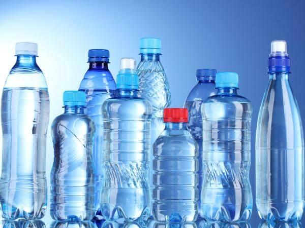 Thói quen uống nước đóng chai hàng ngày có thực sự tốt?