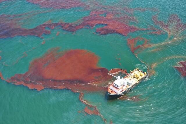 Ô nhiễm do sự cố tràn dầu