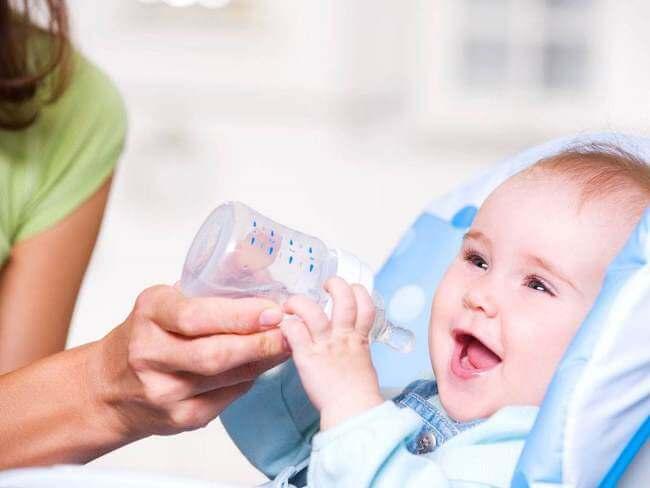 Bổ sung đủ nước rất quan trọng ở trẻ nhỏ