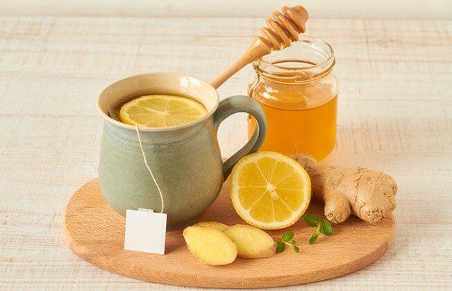 Uống nước chanh vào buổi sáng nên cho thêm mật ong