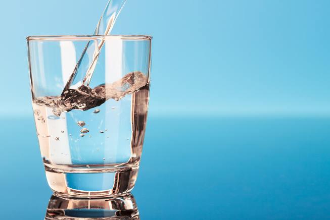 Nên bổ sung nước lọc thay cho các loại nước công nghiệp