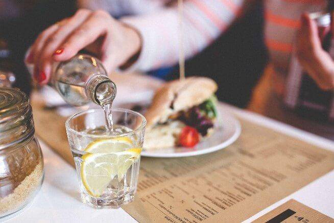 Uống nước có thể giảm cơn đói của bạn