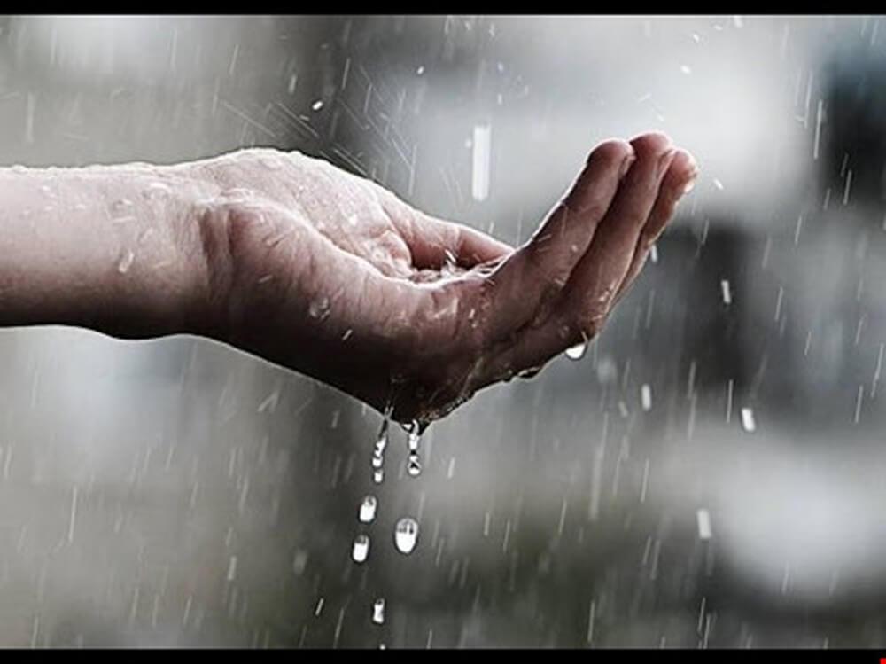 Do môi trường bị ô nhiễm nên nước mưa hiện nay cũng không còn được sạch