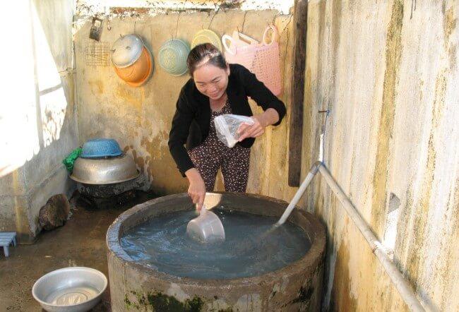 Lọc nước giếng khoan bằng phèn chua