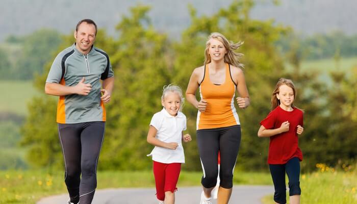 Tập thể dục buổi sáng giúp bảo vệ sức khỏe cho cả gia đình