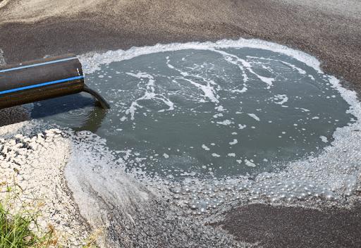 Xử lý nước thải trước khi xả ra môi trường là một hành động cấp thiết